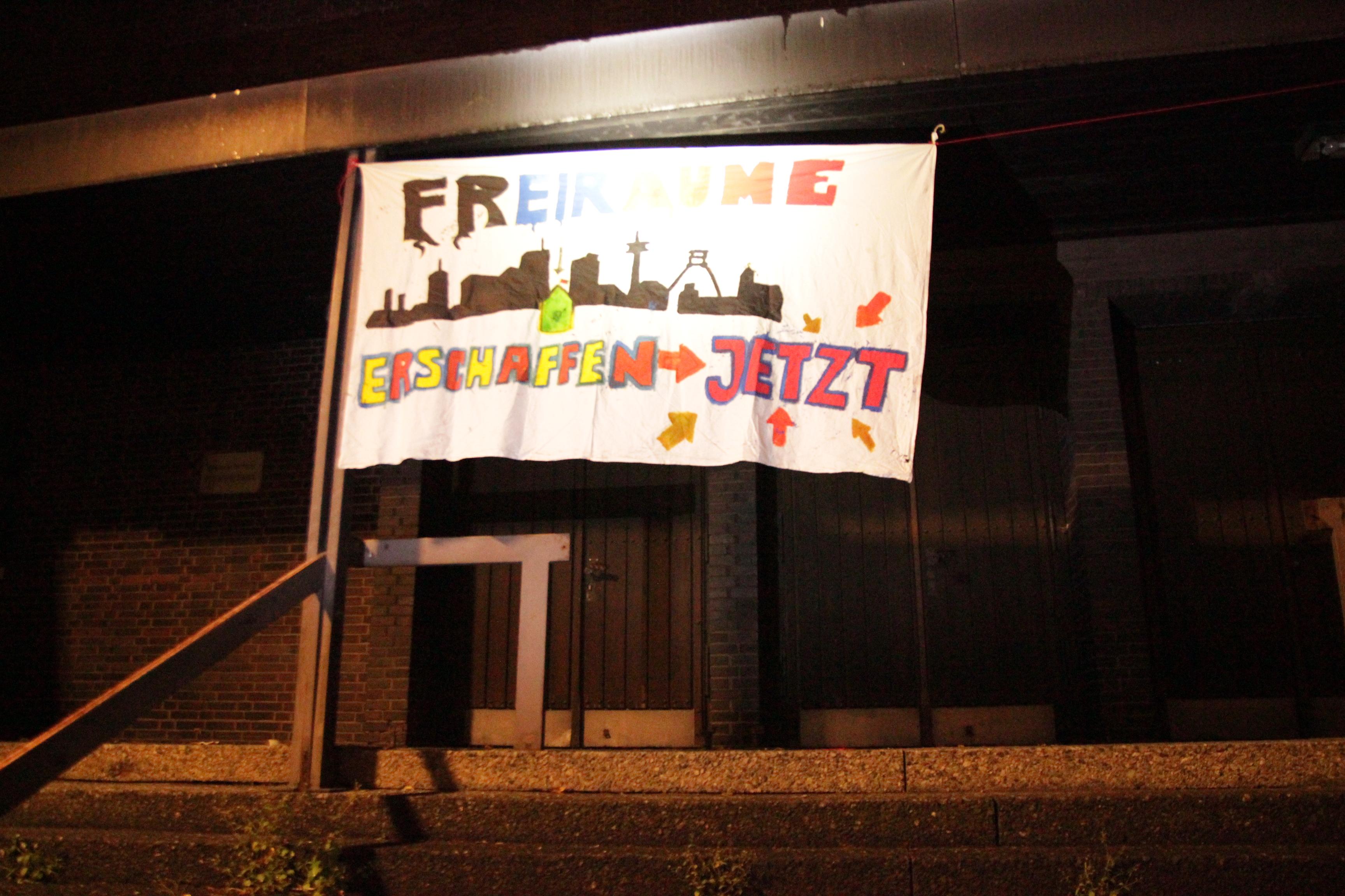 Banner am Gebäude: Freiräume erschaffen JETZT